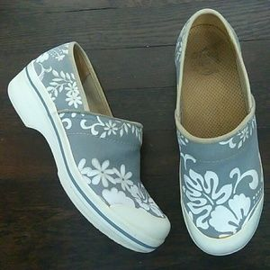 Dansko fabric Hawaiian floral clogs size 40